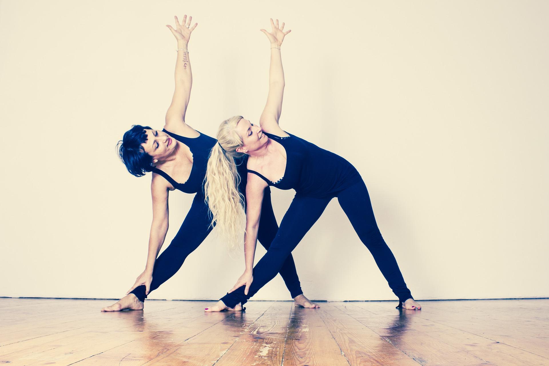 yoga-mit-Kind-womaninmotion